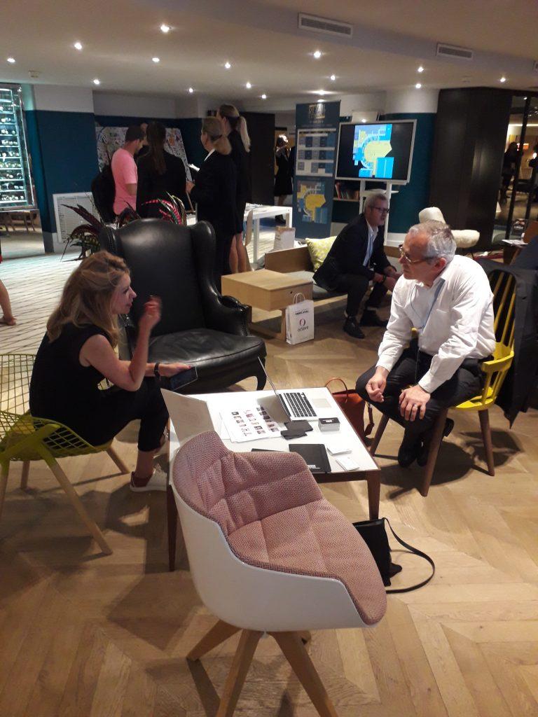 Discussion sur le retail connect entre professionnels