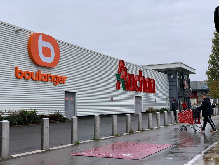 Boulanger-Auchan-Corner